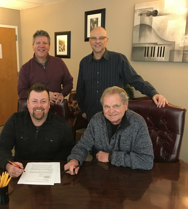 Steve Ladd Signs with Sonlite Records